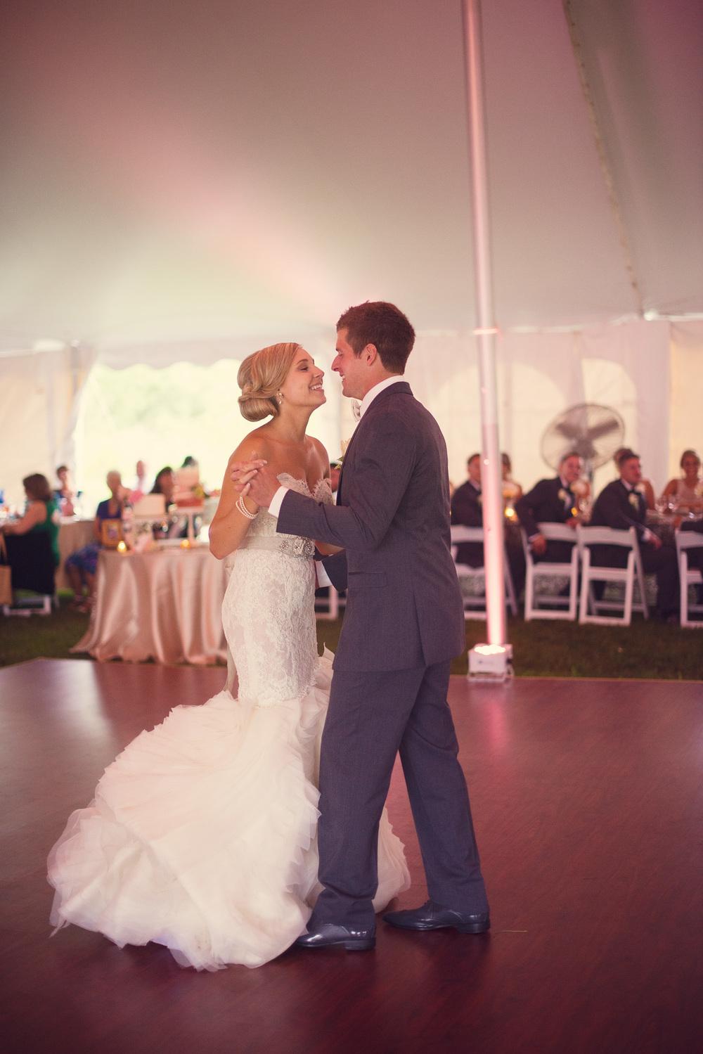 reception dancing first dance bride groom dancefloor