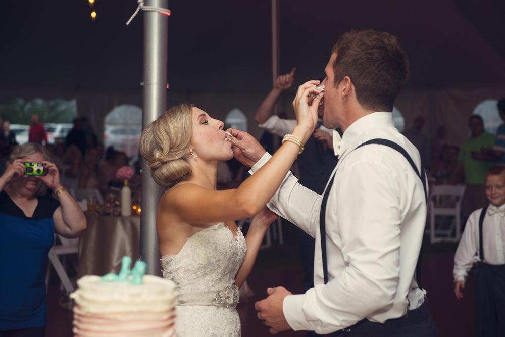 bride groom cake feeding dessert