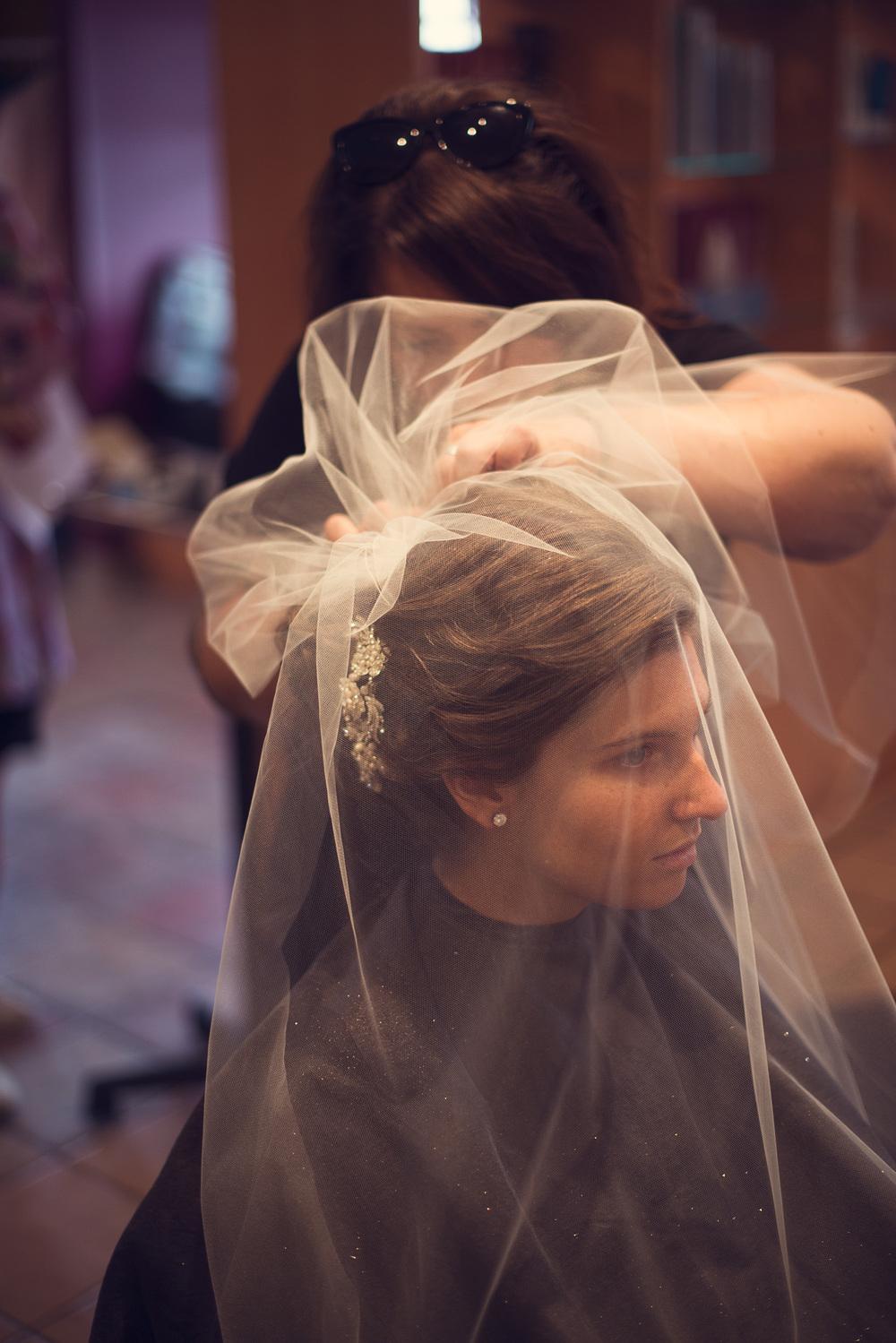 bride veil portrait THPHOTO