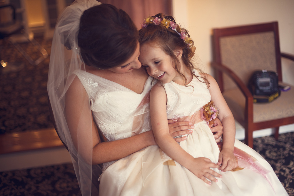 bride flower girl child laughter portrait THPHOTO
