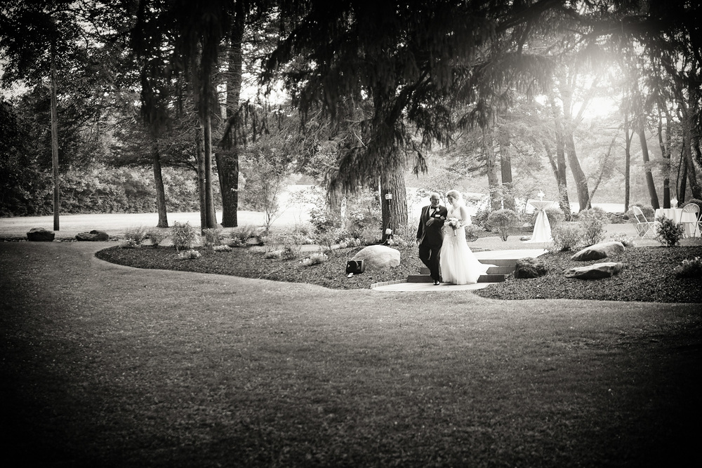 wedding father daughter bride sun flare bw THPHOTO Mountain Spring Lake Hotel