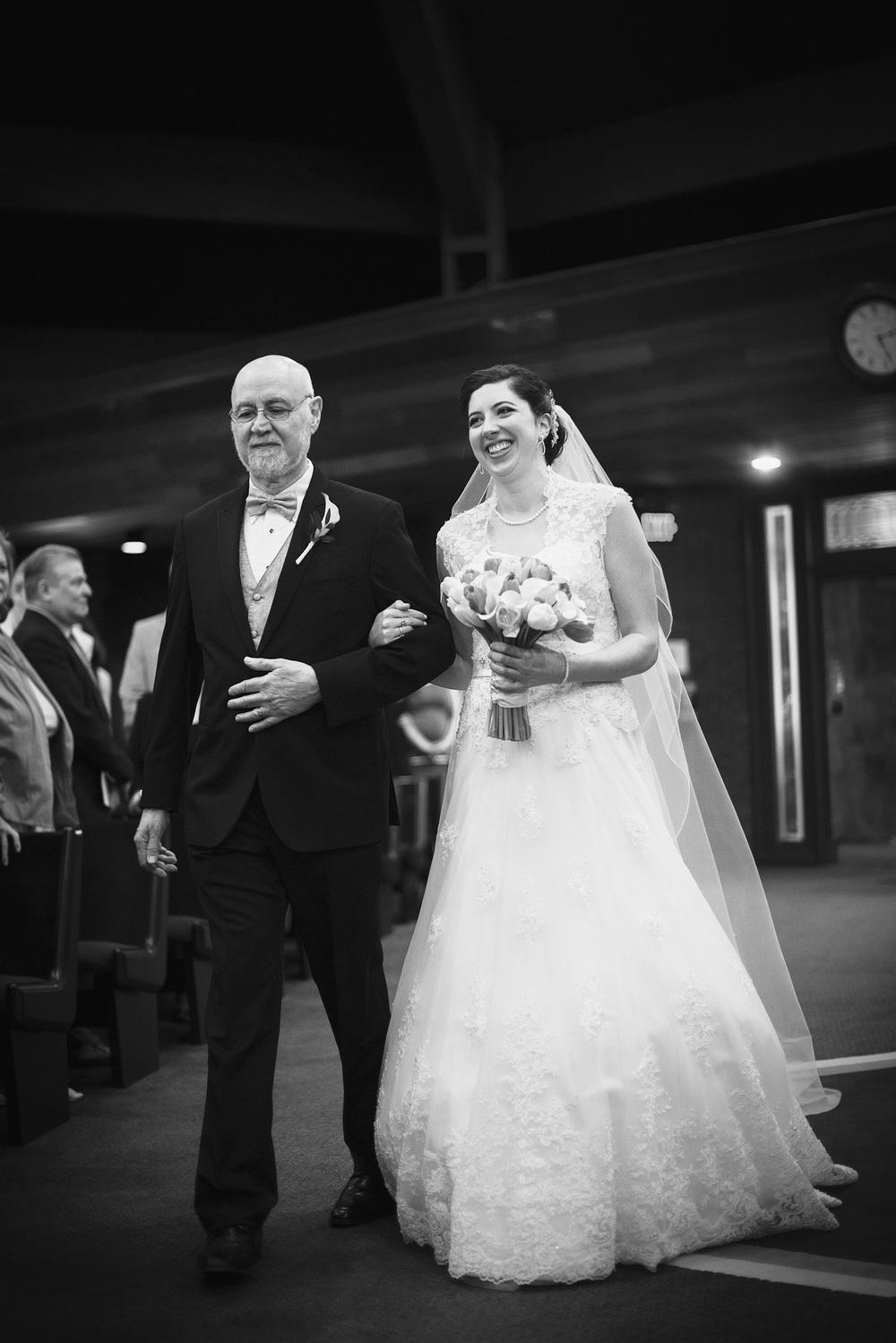bride father daughter aisle portrait THPHOTO