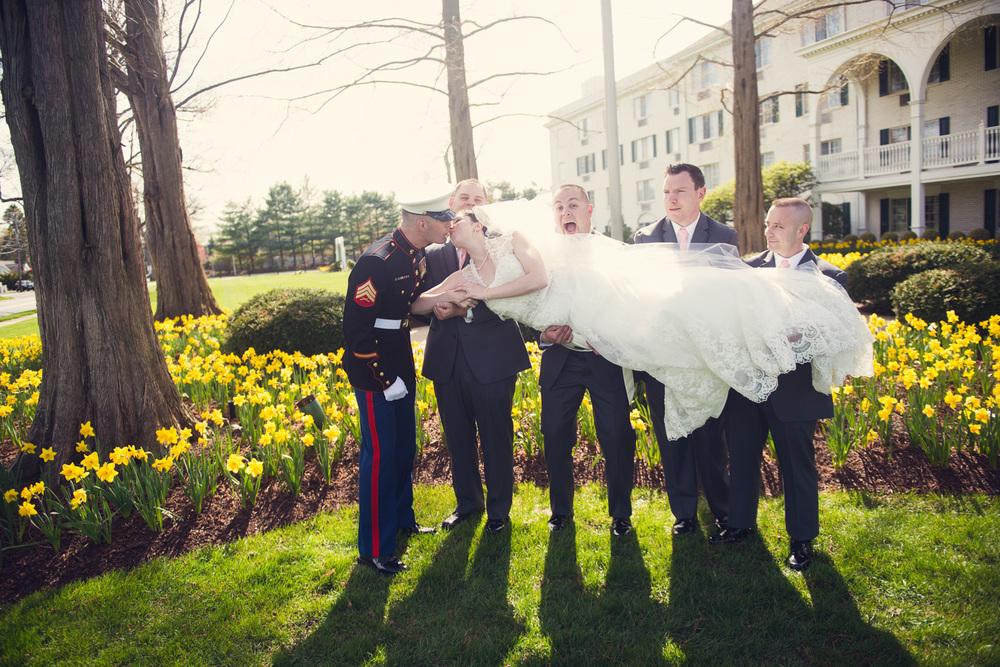 bride groom marines kiss holding wedding portrait THPHOTO