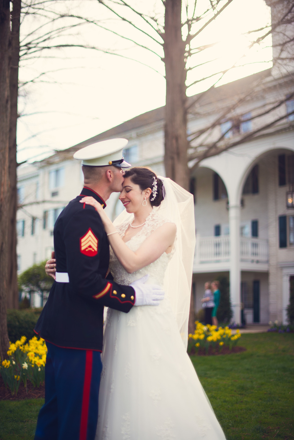 bride groom marine outdoor love husband wife portrait THPHOTO