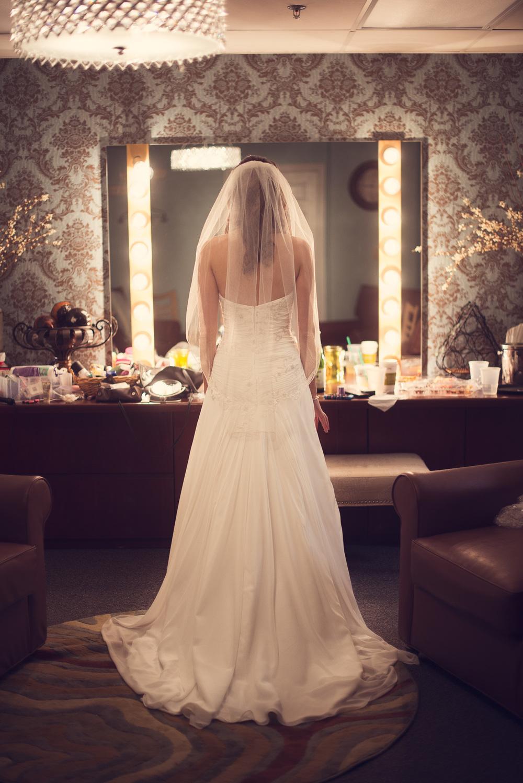bride back veil wedding mirror