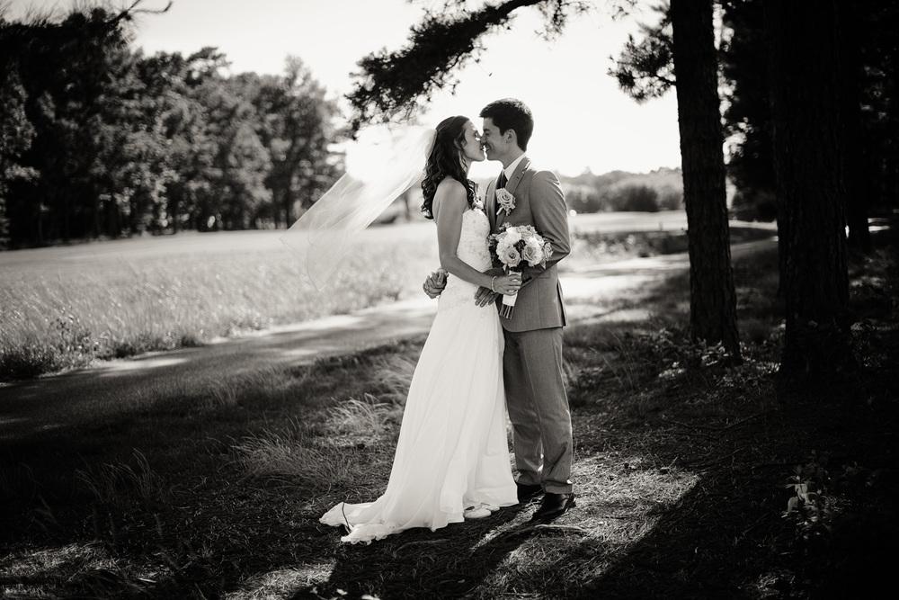 bw Blue Heron Pines Golf Club sunshine daytime wedding bride groom smiling husband wife love portrait THPHOTO