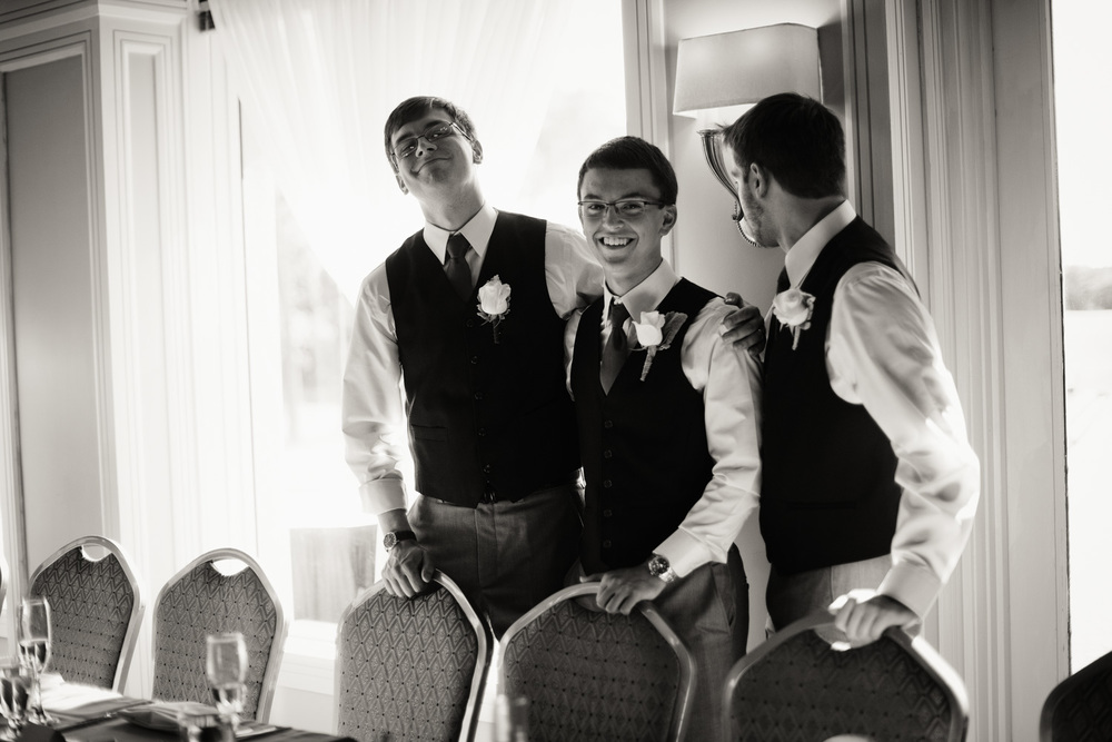 reception groomsmen gentlemen portrait THPHOTO