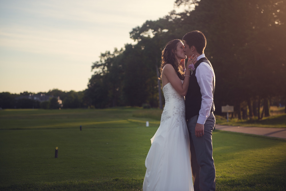 wedding bride groom sunset kiss portrait THPHOTO Blue Heron Pines Golf Club NJ