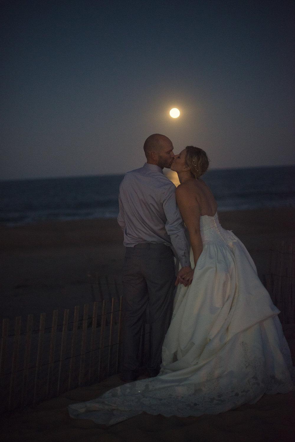 Wedding couple kiss night moonlight sand shore beach delaware THPHOTO