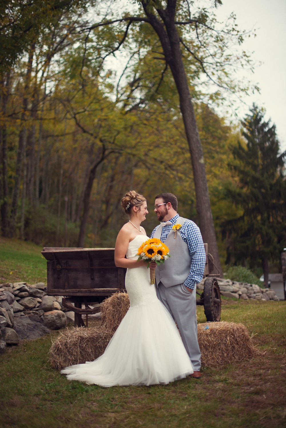 Poconos Backcountry Barn Wedding Sciota Pennsylvania | THPHOTO