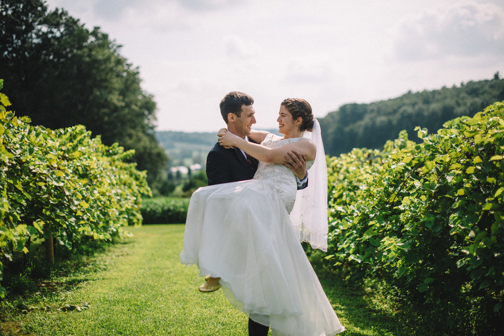 Poconos Blue Ridge Winery Wedding Saylorsburg Pennsylvania | THPHOTO