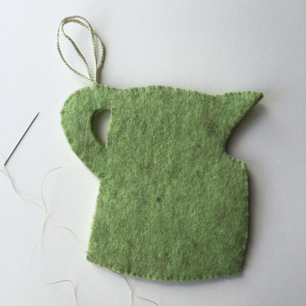 DIY Spatterware-Inspired Felt Ornaments by Rebecca Pitts - 09.jpg
