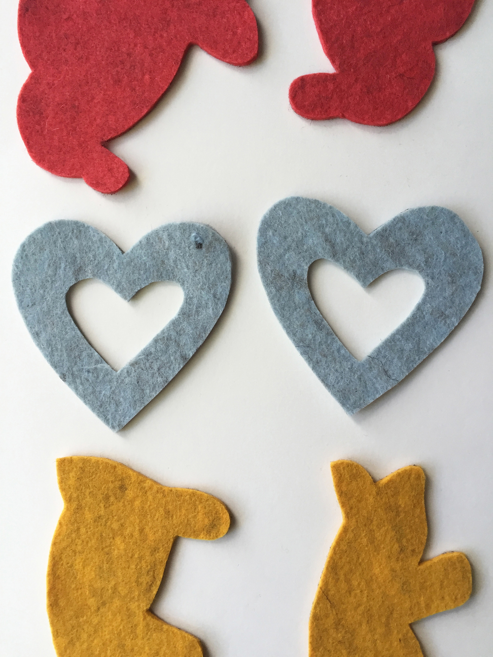DIY Spatterware-Inspired Felt Ornaments by Rebecca Pitts - 08.jpeg