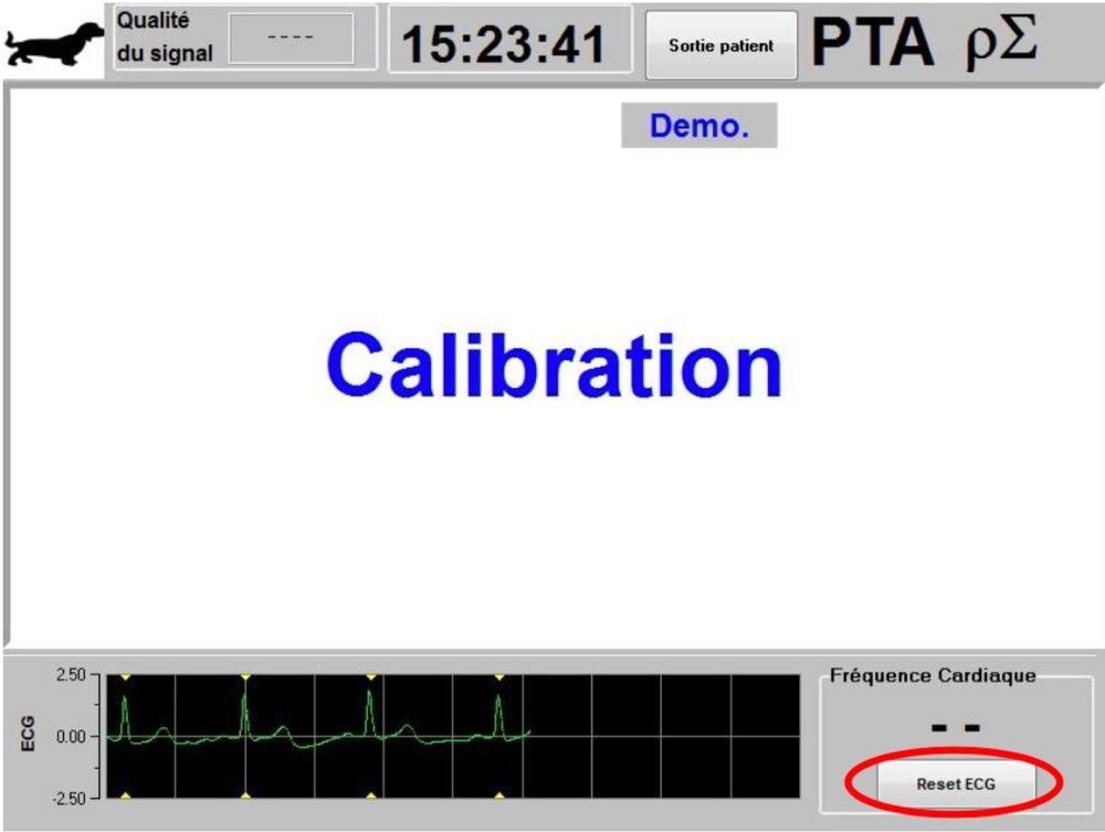 Une fois l'espèce choisie,   le moniteur affiche la page principale annonçant « Calibration » sur   l'écran central.   Si l'utilisateur estime que l'amplitude de l'ECG est trop faible, une pression sur le bouton   «   Reset ECG   » permet le ré-étalonnage automatique de  l'acquisition du signal ECG.  Vérifier la bonne qualité du tracé  ECG dans la partie inférieure de l'écran. Vérifier que la qualité du signal est satisfaisante (indicateur de couleur verte sur le haut de l'écran).