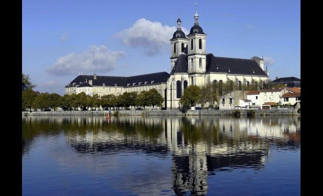 abbaye-des-premontres-le-poumon-touristique-d-une-ville-1511819963.jpg