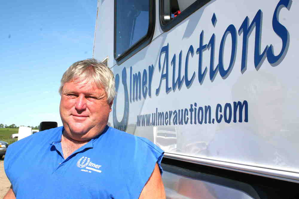 big pic of Randy & truck.JPG