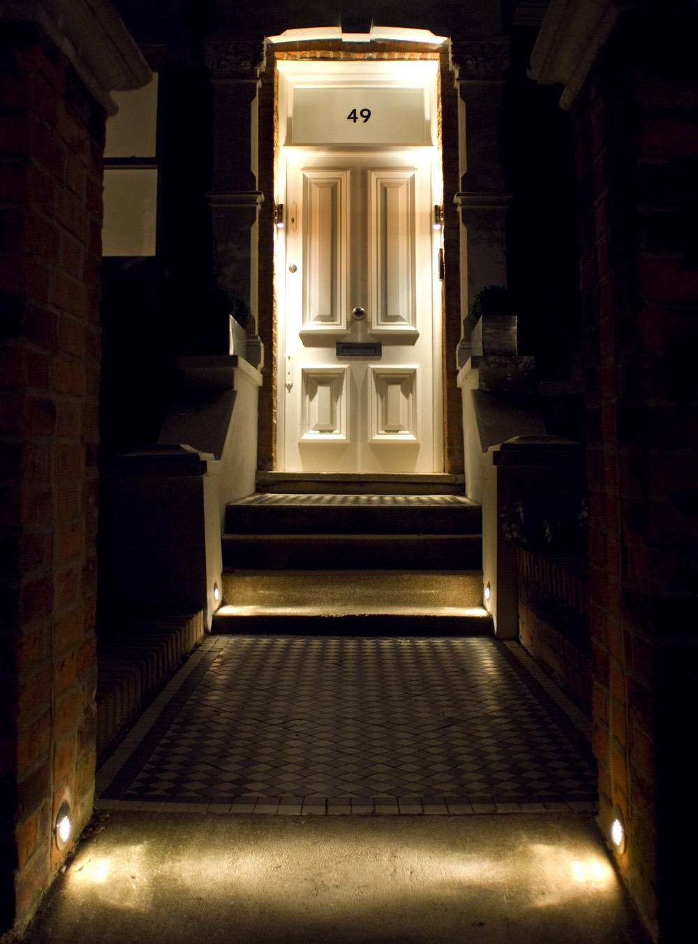 Sian Baxter Lighting Design - exterior example - www.sianbaxterlighting.com