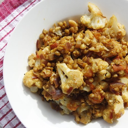 Cauliflower and Spiced Lentils! Awesome as a lunch or side dish. Recipe up on the blog #cauliflower #vegan #vegetarian #cleaneating #wellness #nutrition #healthy #glutenfree #sugarfree #healthyhayles #lunch #toronto #guelph