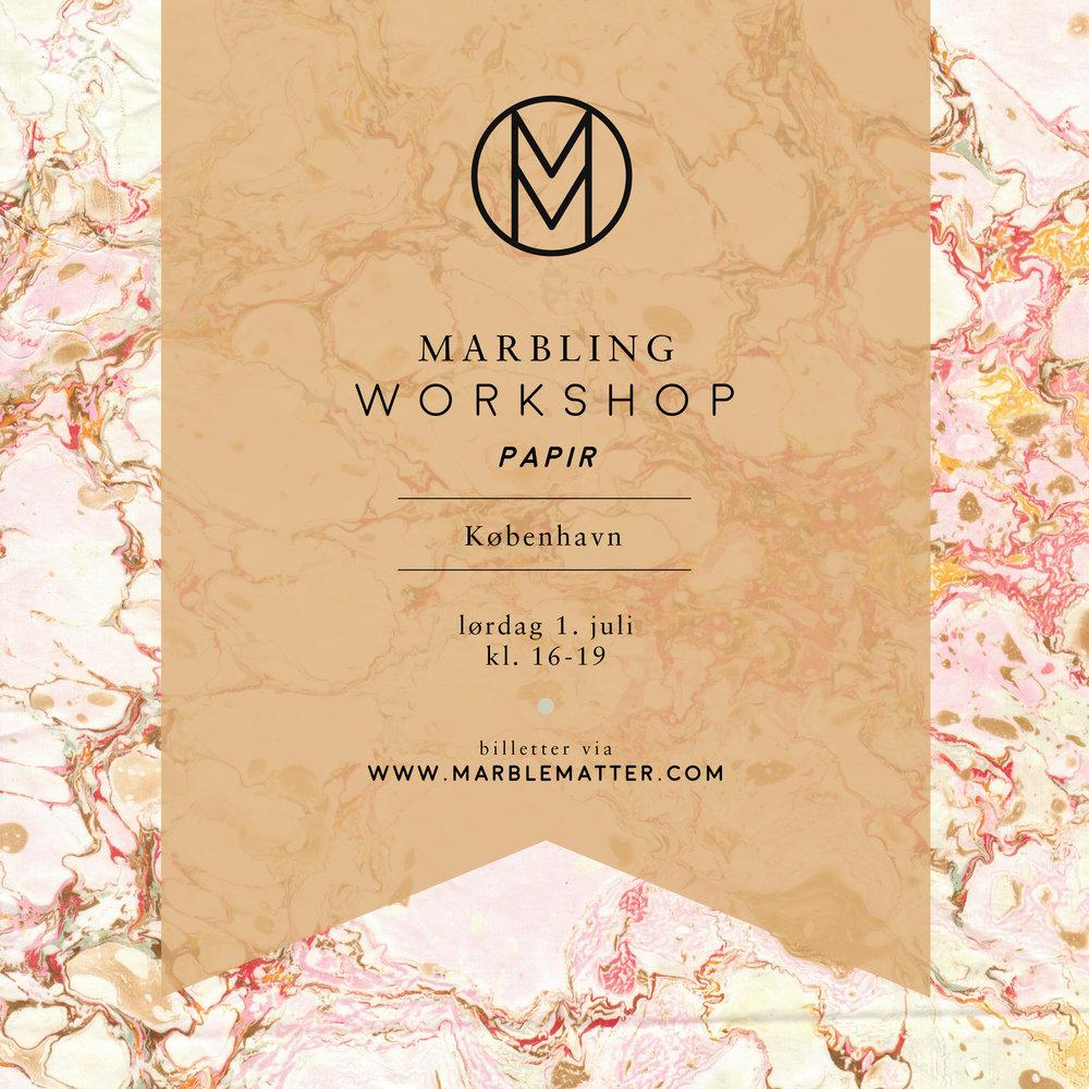 Lørdag d. 1. juli inviterer Marble Matter og ASRosenvinge til en marbling workshop på tekstil. Udover tre timers garanteret sjov og succesoplevelser uanset niveau, vil du lære om marmorering teknikkens historie, hvordan du kan gentage marmoreringen derhjemme og så vil du selvfølgelig gå derfra med dine egne smukke designs på tekstil. Inkluderet i prisen er alle materialer og en step-by-step manual du kan tage med hjem. Desuden vil vi starte dagen med at servere lidt morgenmad. Der vil være kaffe og te i løbet af hele arrangementet. Pris per person: 600 kr. ____________ NY INDENFOR MARMORERING? Marmorering er som at tegne på vand. Man arbejder med en balje hvor der bliver dryppet små dråber maling på. Det er muligt at manipulere disse farver og skabe forskellige mønstre der herfra overføres til tekstil. Det er ikke kun en sjov og fascinerende teknik at lære; førstegangs elever går som oftest fra workshoppen med smukke resultater! Se videoen fra sidste års sommer workshop her: www.vimeo.com/171626614 Billeder fra øvrige workshops her: www.asrosenvinge.com/workshops/ ____________ Hvis du har spørgsmål er du velkommen til at kontakte os på jbak.co@gmail.com hello@asrosenvinge.com Vi glæder os til at møde jer! Julie & Anne-Sophie ____________ OBS Vi oplever stor efterspørgsel på vores workshops og vi vil derfor anbefale dig at slå til hurtigst muligt, hvis du vil sikre dig en plads på vores hold. ____________ Kurset afholdes på dansk, men alle er fortsat velkomne.