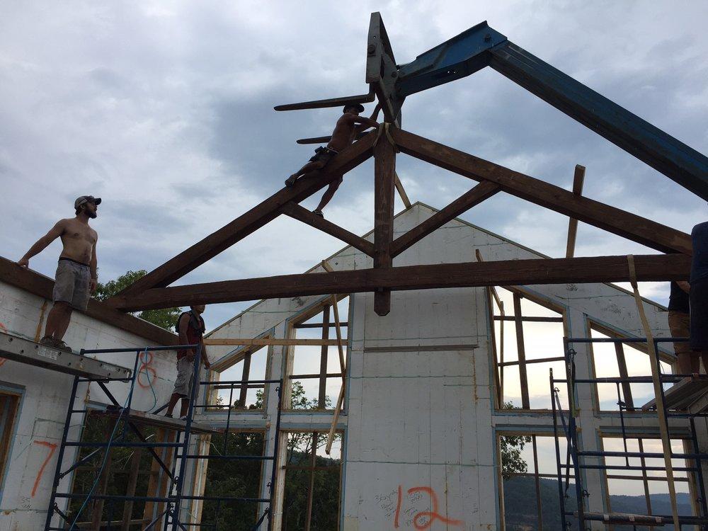 truss raising.jpg