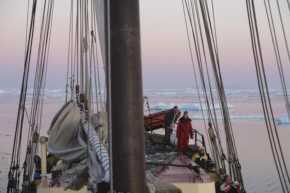 Nick-Cobbing-Noorderlicht-Arctic-sailing-ship-09.jpg