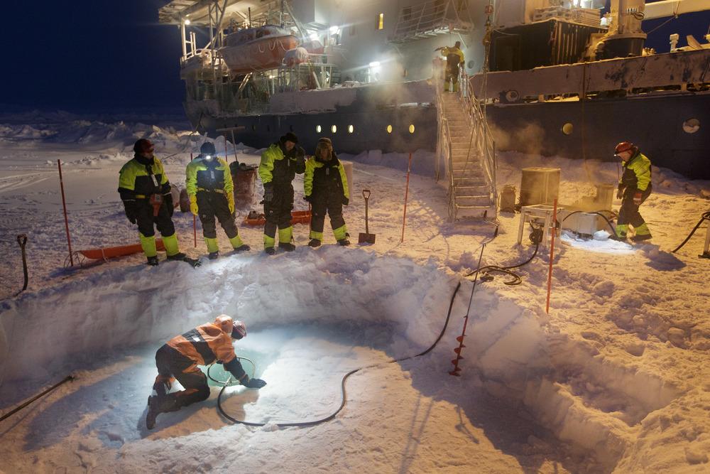 Cutting hole through ice
