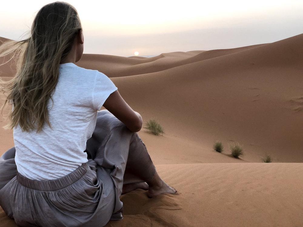 charlotte-plans-a-trip-travel.jpg