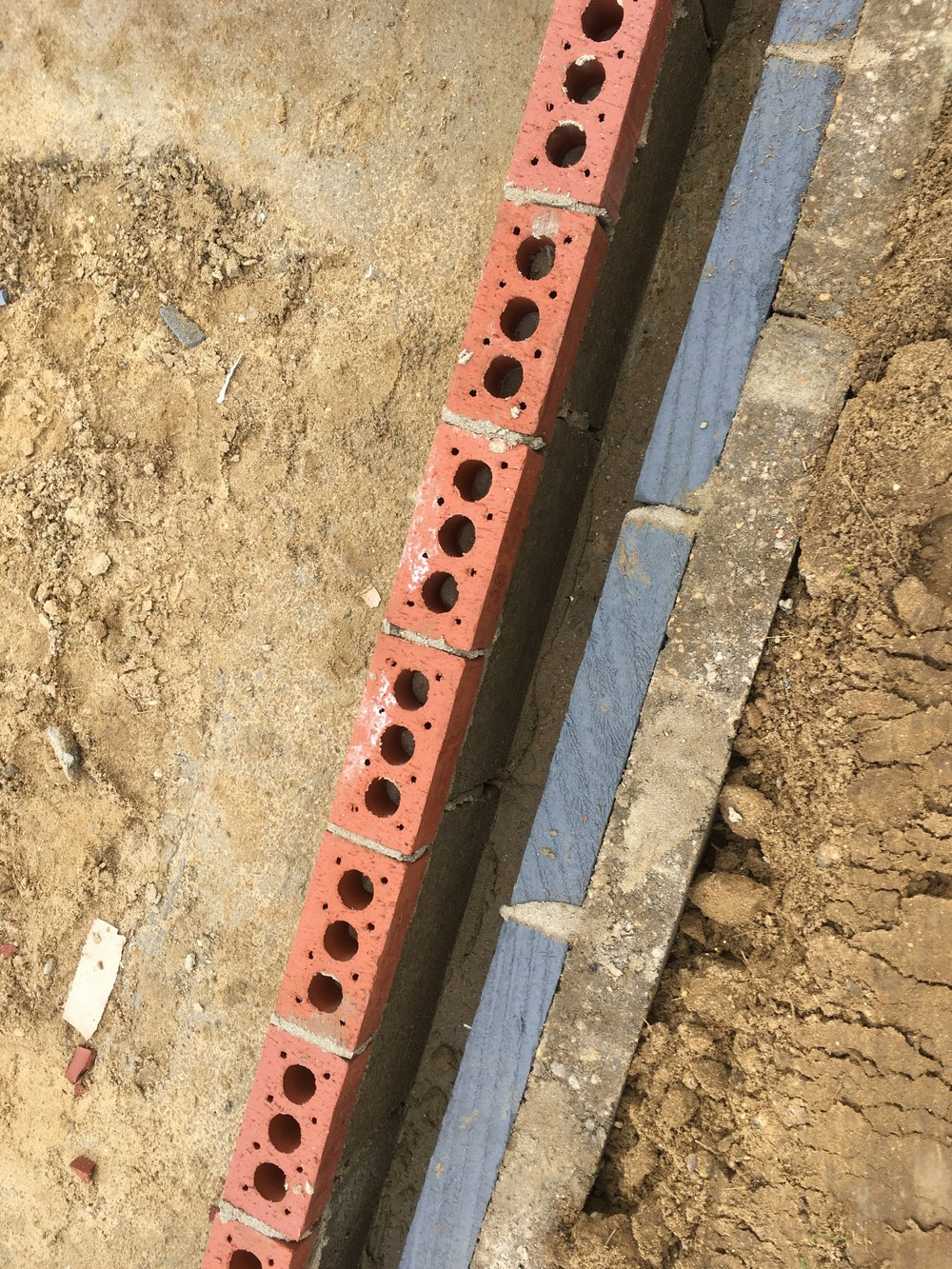Cavity brickwork with backing block.JPG