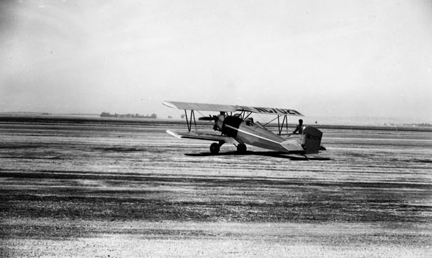 A Curtis passenger plane