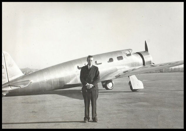 Jerry Vultee and V-1 aircraft, courtesy San Diego Air and Space Museum.