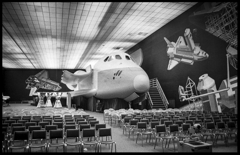 November  1978   Mock-up of the  Space Shuttle  on display at the  Rockwell  Plant in Downey. Scott Harrison, LA Times.
