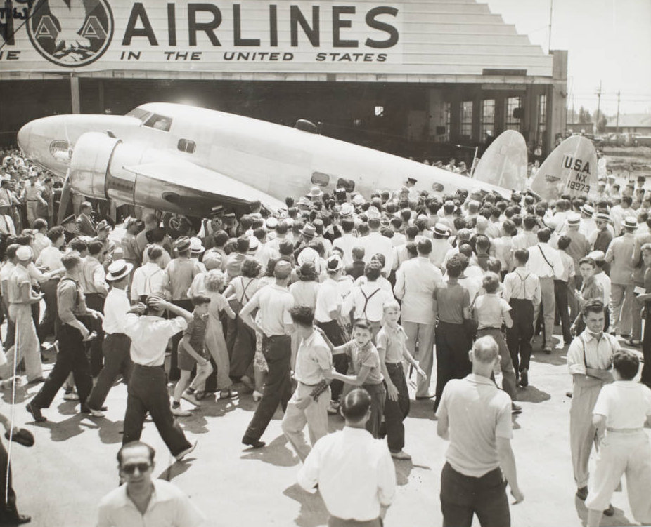 Photograph_of_Howard_Hughes_in_Chicago_July_29_1938.jpg