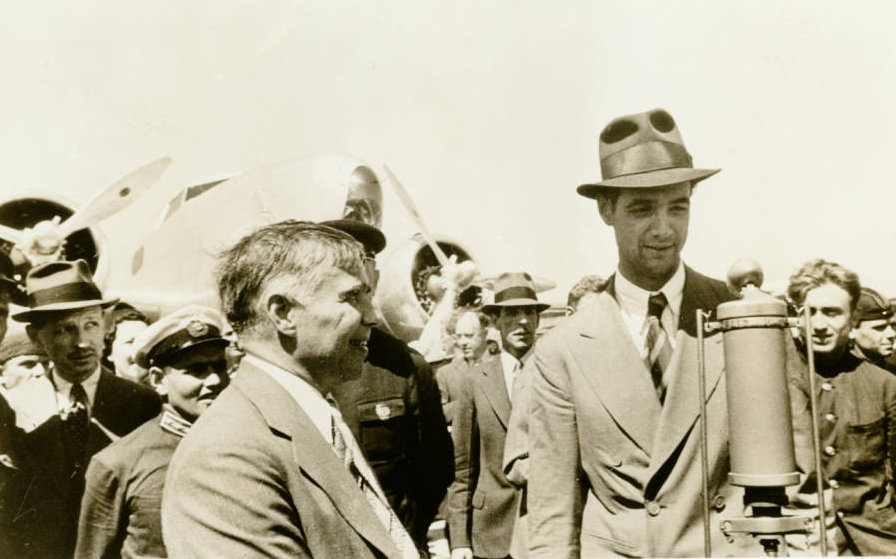 Photograph_of_Howard_Hughes_in_Moscow_July_1938.jpg
