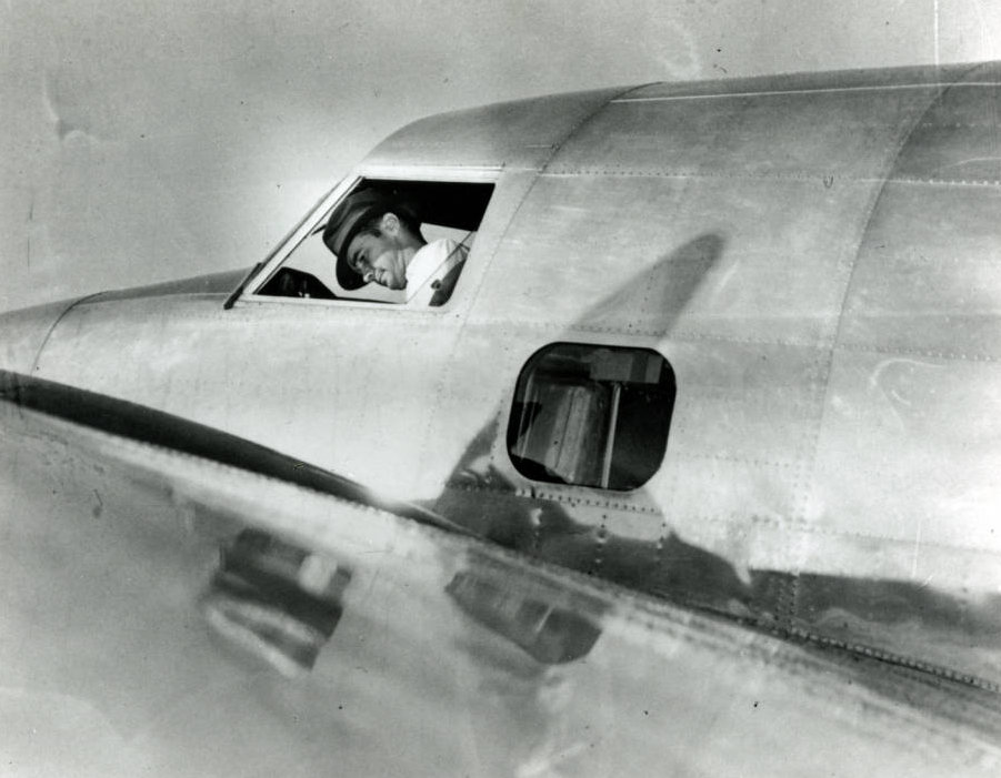 Photograph_of_Howard_Hughes_in_the_cockpit_of_a_Lockheed14_plane_New_York_July_10_1938.jpg