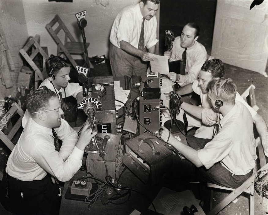 Photograph_of_radio_operators_July_13_1938.jpg