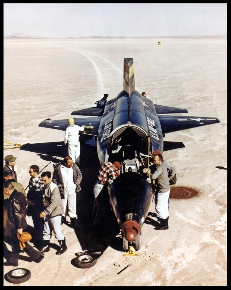 USAF-X-15.   The X-15-3 56-6672 research aircraft is secured by ground crew after landing on Rogers Dry Lakebed. 1960 .