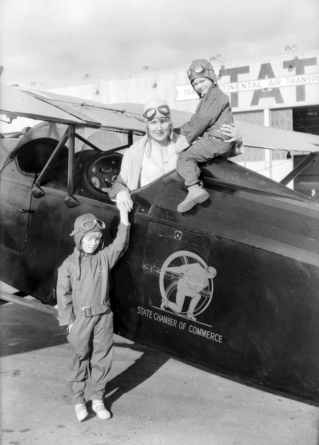 Dr. T.C. Young's airplane at Glendale, CA, 1930 6.jpg