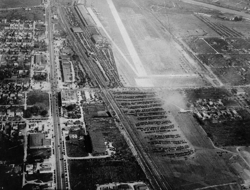 Glendale Grand Central Airport aerial 1922 LAPL.jpg