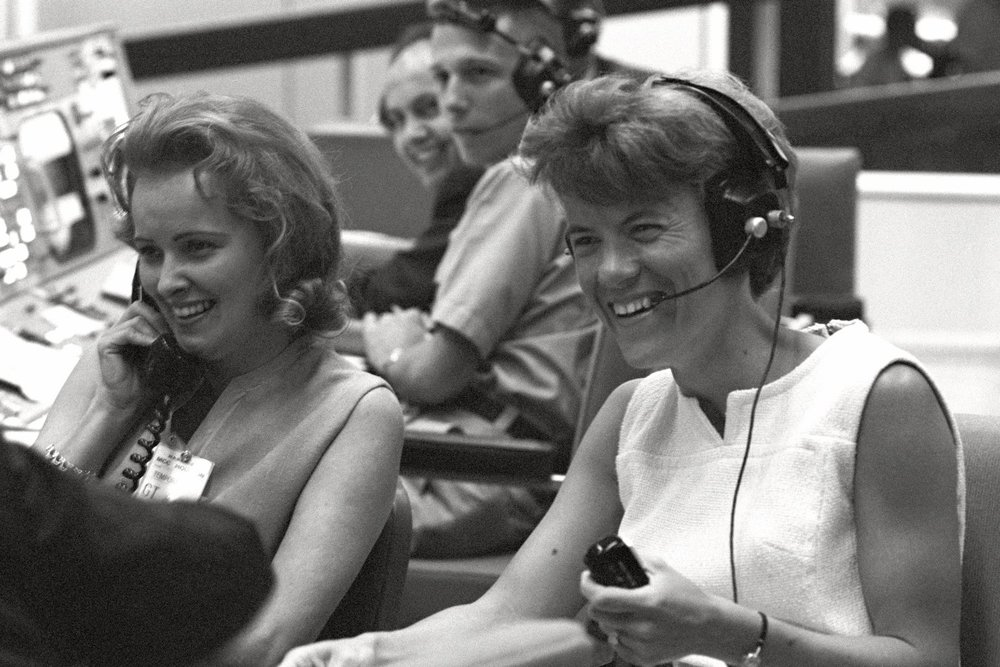 The wives of Gemini 4 astronauts James A. McDivitt and Edward H. White II visited the Mission Control in Houston 1965
