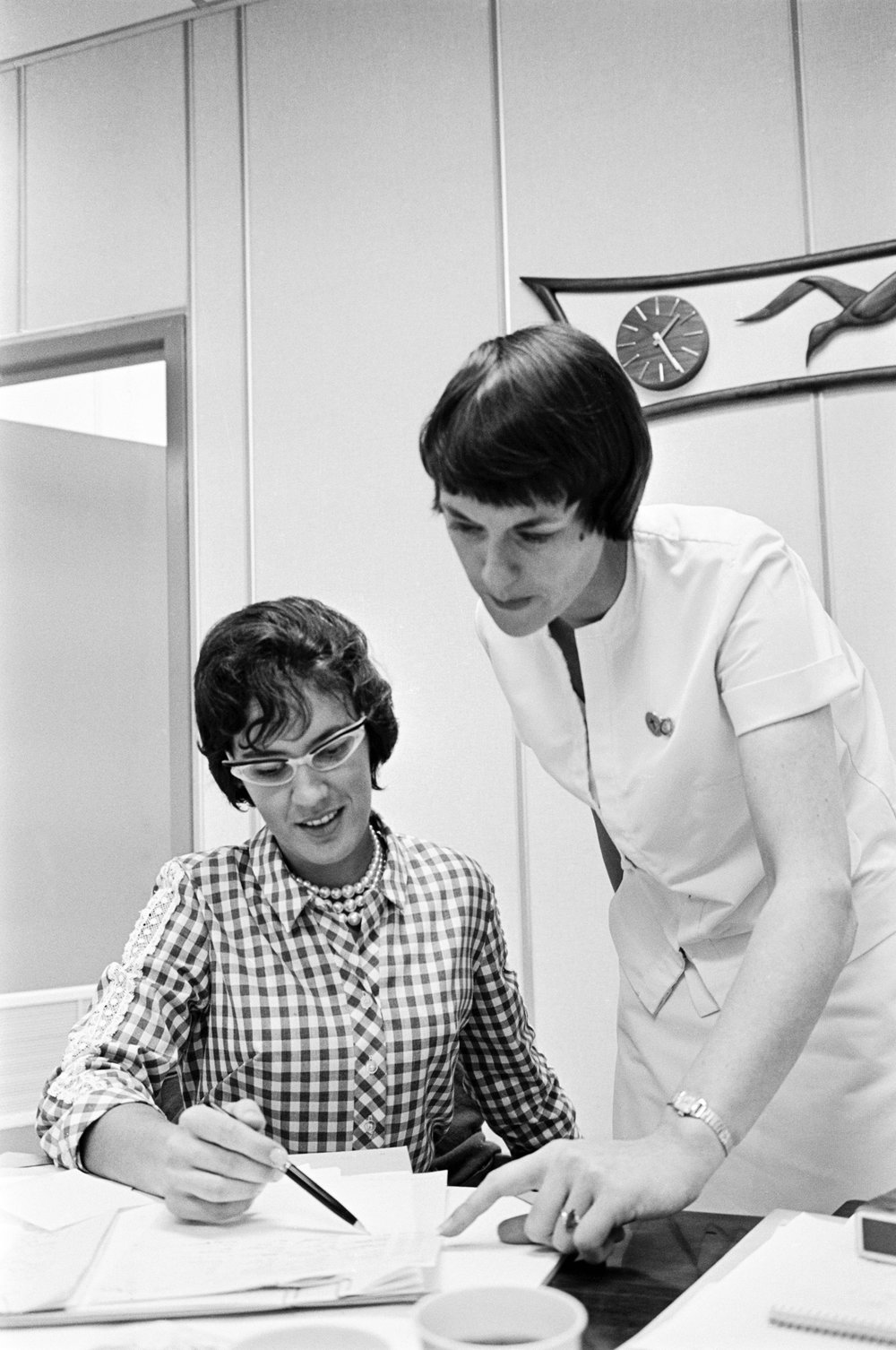 Dolores O' Hara prepares dental equipment for use in the preflight physical administered to Gemini-V Astronauts. CAPE KENNEDY, FL