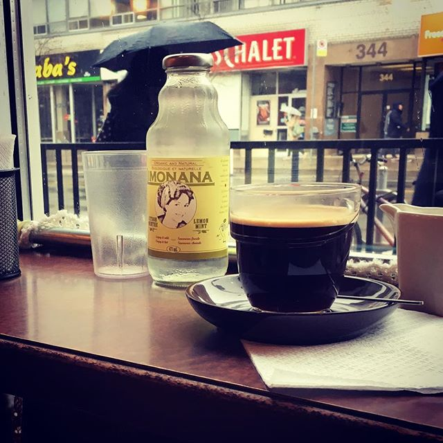 Any better way to start the day but with a delicious mozzarella crêpe, soothing Limonana @drinklimonana and exquisite americano café? #breakfast #torontobreakfast #torontocafe #cafe #crepes #morningglory #torontomornings #chewtoronto #blogto #blogtolicious