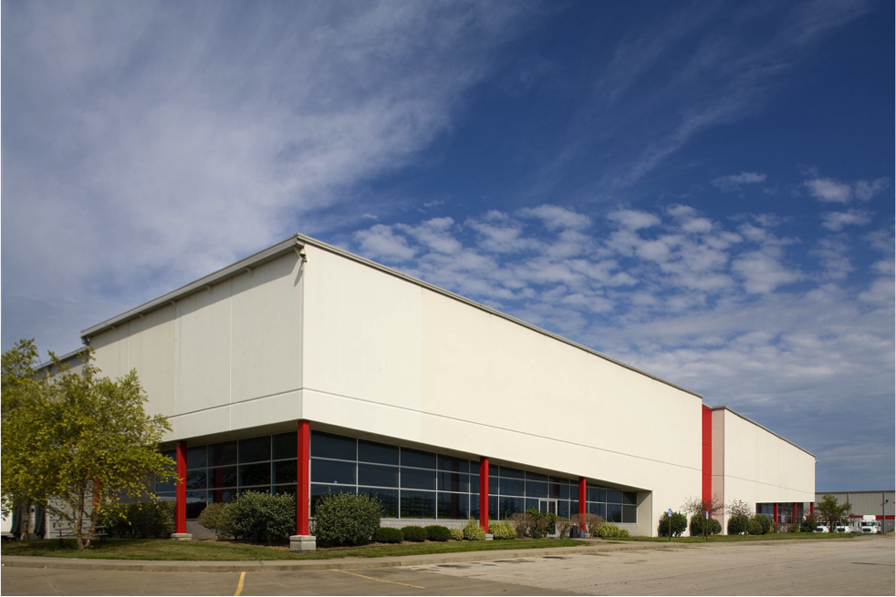While the bulk of Karbank's portfolio is made up of Class B warehouses, it does market a few Class A properties, like this 108,000-square-foot building in the Northland. More info  here .