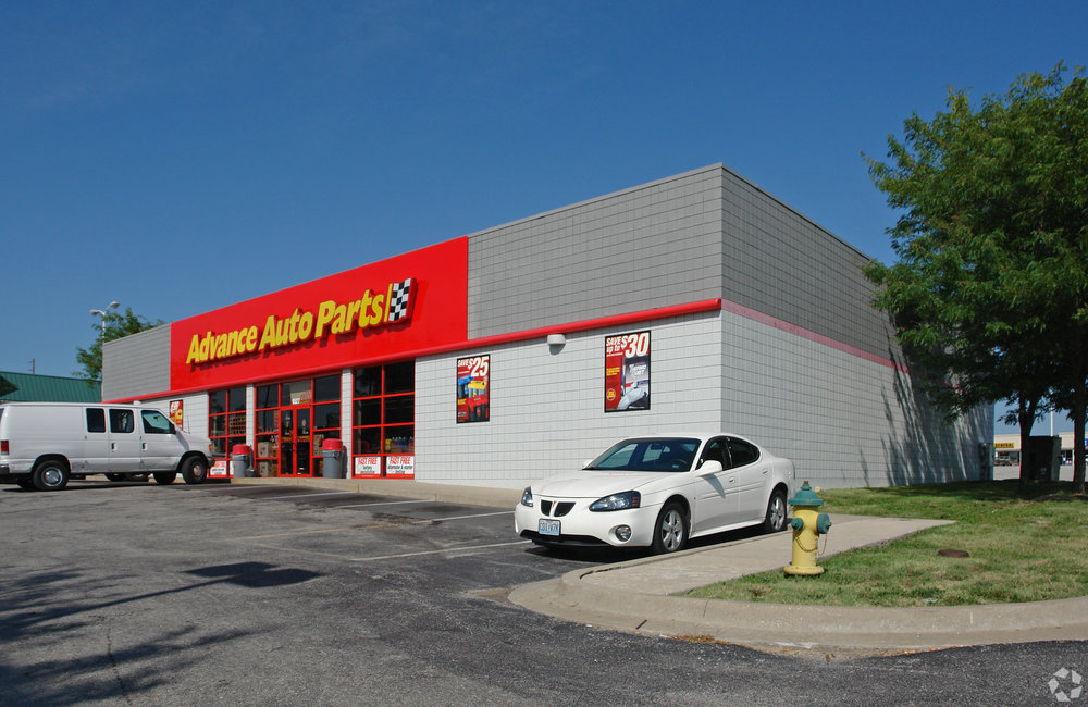 Gladstone Plaza Shopping Center is located at 6583 North Oak Trafficway in Gladstone, Mo.