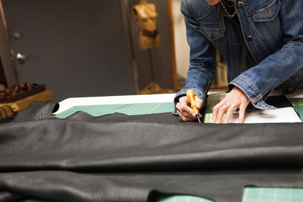 tracing pattern onto leather.jpg