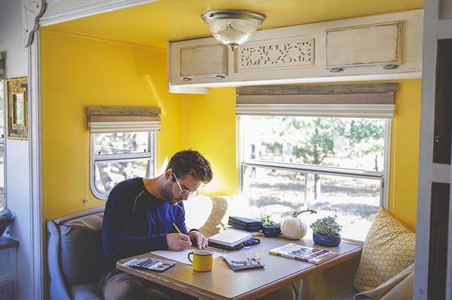 Breakfast nook/ sketch time nook ✨ . . . . . #barnyardsaintsart #mobile #mobileartstudio #mobileartist #wanderingsoul #painter #trailerreno #tinyhouse #tinyliving #tinyliving #adventure #fifthwheel #adventurewagon #homeiswhereyouparkit