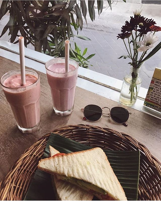 """""""You gotta cool me down baby when i'm hot, yeah"""" 🎶 ~ Bob Marley  Been super hot in the island, cool down with our smoothies ☀️😎💦 #Swiching by @radanahruba thanks for stopping by 🙏🏽😘 #Swich #SwichBali #WarungSandwich #Legian #Seminyak #DoubleSix #Brawa www.swichbali.com"""
