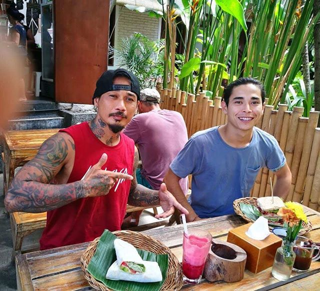 "Our rockstar best friend @jrxsid stop by at Swich Legian outlet today and having a fresh wrap with the favorite ABC Juice. ""Gotta eat healthy meal to keep it rocking"". Thank for coming legend @jrxsid and sidekick @gyani_baker 😝😘 #Swich #Swichbali #Sandwiches #Juices #Salad #Fresh #Healthy #Legian #DoubleSix #Seminyak #Brawa www.swichbali.com"