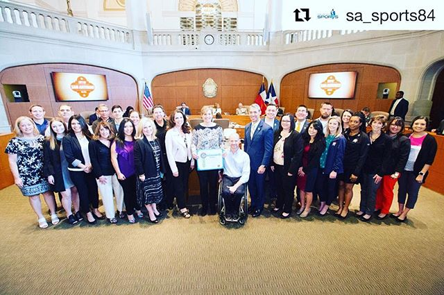 #latepost 🙌🏼proud of the team of volunteers that made possible @finalfour #Repost @sa_sports84 with @get_repost ・・・ This morning, the #FinalFour San Antonio Local Organizing Committee was recognized by Mayor @ron_nirenberg and City Council for their hard work in hosting an outstanding event. Afterwards, we said goodbye to Development Director Carisa Lopez Heiss, wishing her the best as she embarks on a new journey in her career. #cheersandtears