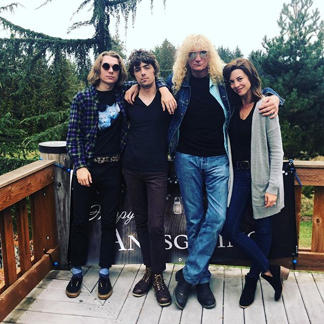🤟🏼Rock & Roll cousins. 🖤 #Anksgiving #seattle #ankenys