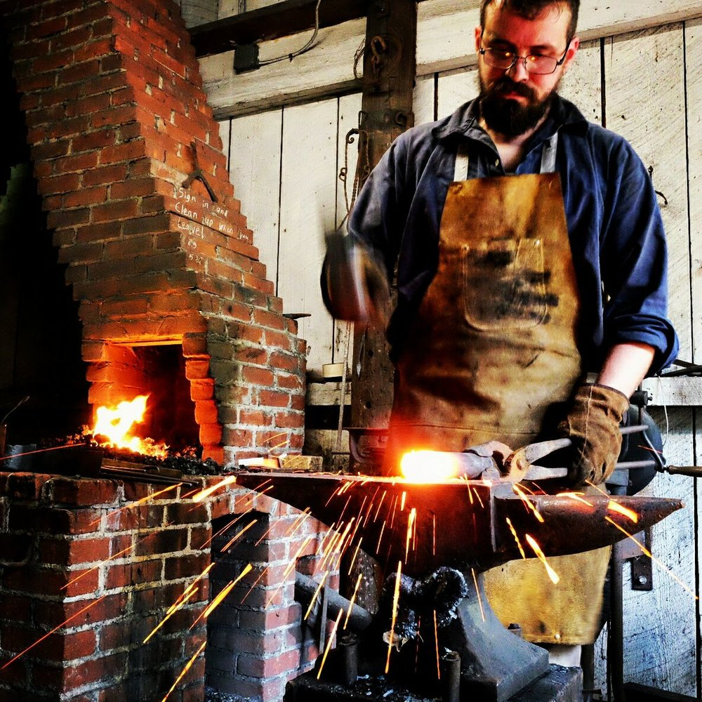 folk school beginner blacksmith class - Maryland Christmas Show
